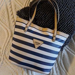 Adorable GUESS handbag